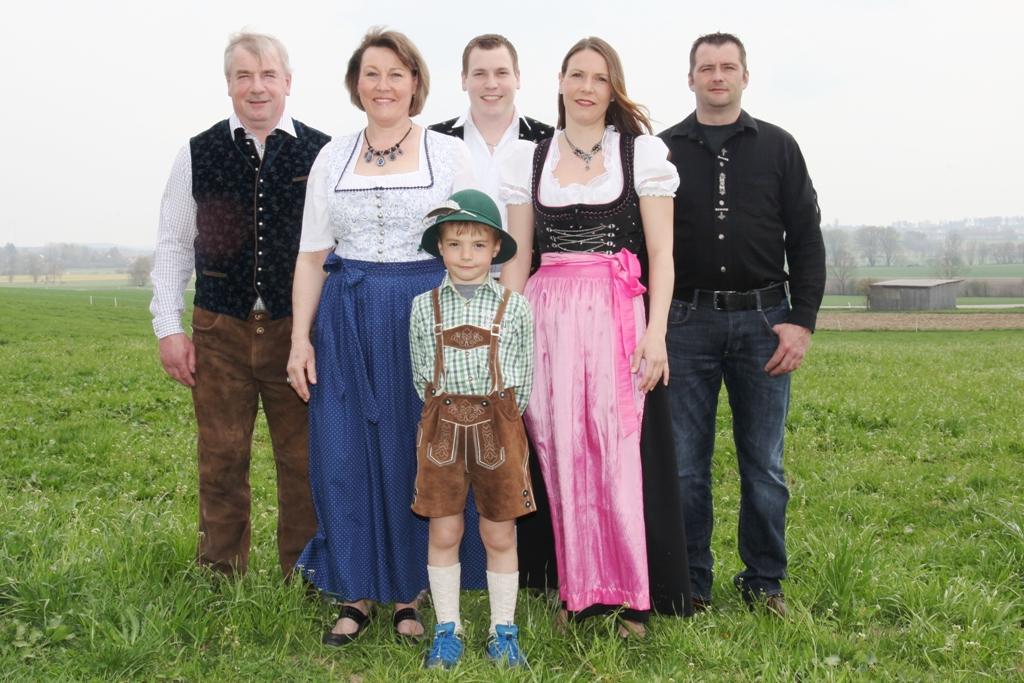 Familie Jais mit Nachwuchs